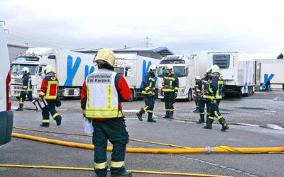 Feuerwehr übt Einsatz in Holzbaufirma